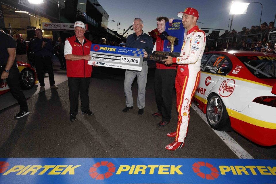 EV11-17-13125-Pirtek-CEO-Stephen-Dutton-in-Blue-handing-over-cheque-to-Dick-Johnson_web-960x640
