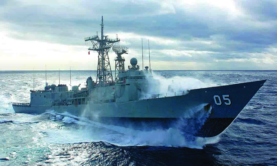 navy_ship_waves_lq